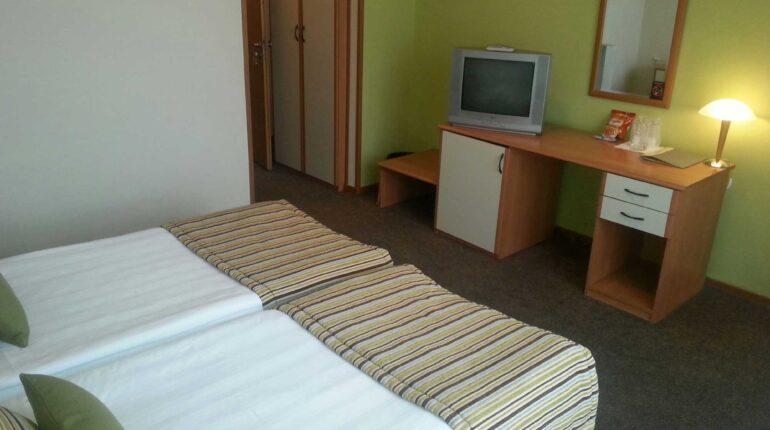 hotel-aleksandar-nis-standardna-dvokrevetna-soba-2