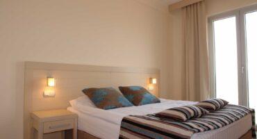hotel-marica-nis-dvokrevetna-soba-sa-francuskim-lezajem-01